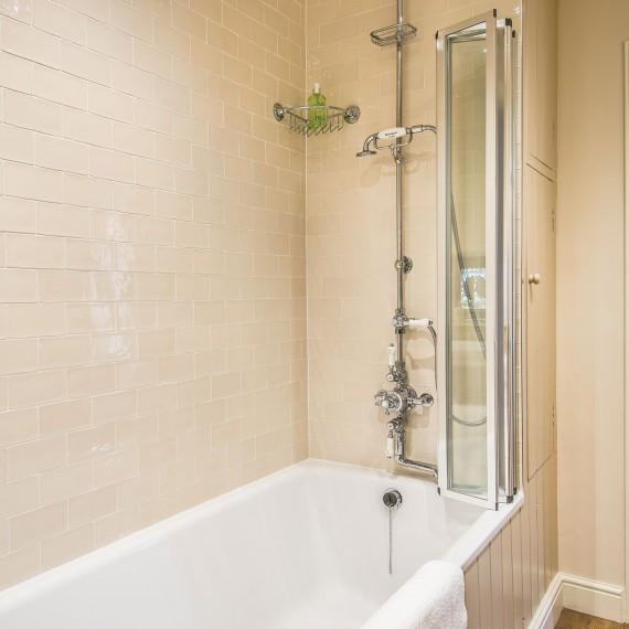 Luxury cottage bathroom